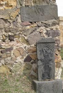 Pierres tombales à Ardvi